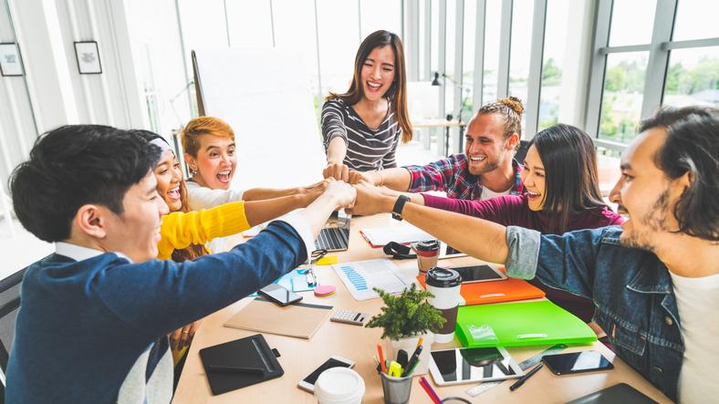 チームワークにはコミュニケーションが不可欠!意見出ししやすい環境とは