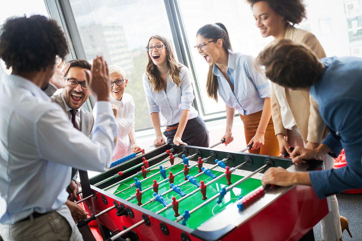 会議室などを使い少人数で実施するチームビルディングを取り入れたゲーム